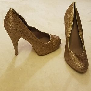 Like new X-Appeal sparkly gold pumps